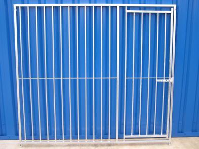 Kennelpanelen special met deur H=200cm , spijlafstand 5cm