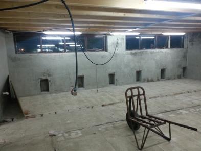 PVC Wanden met stalen kader op maat voor de proffesionele kennel verzinkt